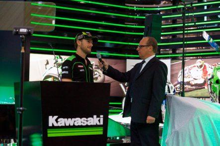 2013年スーパーバイク世界選手権チャンピオンのトム・サイクス。カワサキのトップライダーとして2014年も大活躍中。当日の彼はニンジャH2Rのことについて「市販バイクの中で最速」の太鼓判を押していた