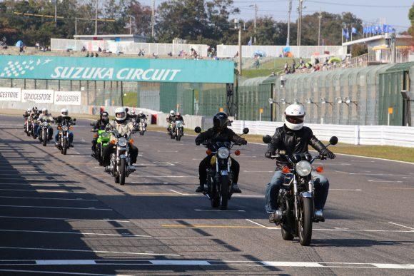 全日本ロードレース選手権最終戦で実施されたモリワキエンジニアリングによる空冷Z系モデルのパレードラン