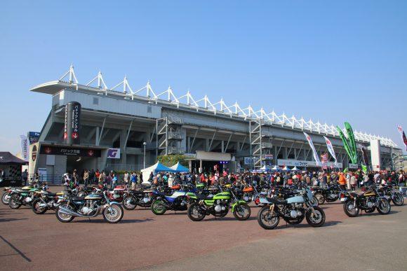 全日本ロードレース選手権最終戦で実施されたモリワキエンジニアリングによる空冷Z系モデルの車両展示