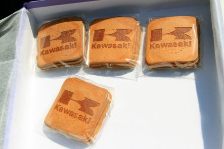 カワサキ名物の瓦煎餅