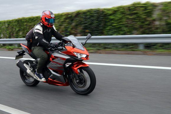 Ninja 400(2018年モデル) 高速道路走行シーン