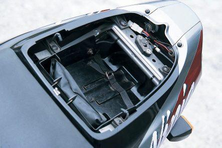 1994 ZX-9R(B1) シート下スペース
