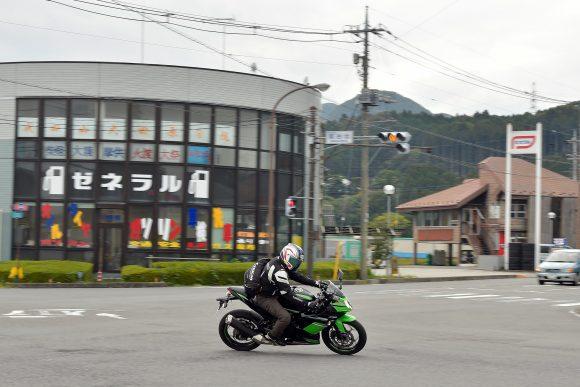 Ninja 250SL ABS KRT Edition(2016年モデル) 市街地走行