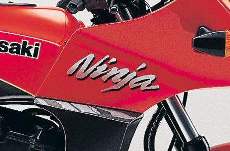 GPZ900R 車体ロゴの変遷