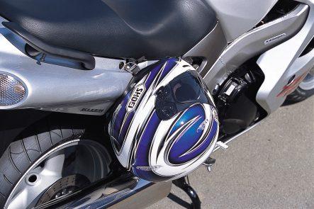 2002 ZZR1200(ZX1200C1) ヘルメットホルダー