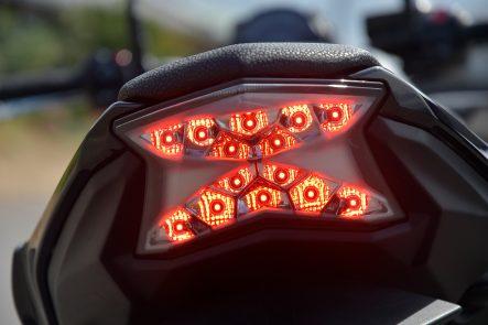 2017 Z650 テールランプの発光(ブレーキランプ点灯時)