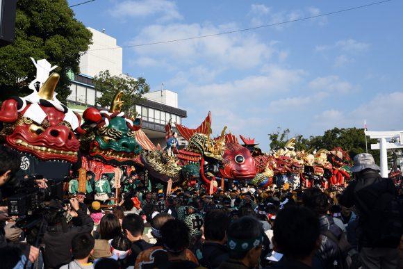 唐津神社の参道前