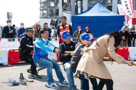 二輪レースファンによる綱引き大会