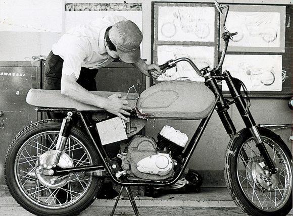 入社後、A1のクレイモデルの製作にたずさわる多田