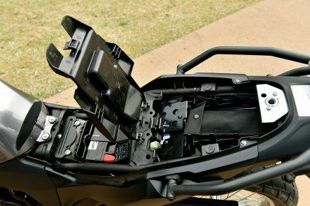 2017年モデル Versys-X 250(KLE250DHF) シート下(下段)