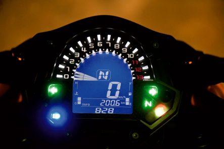 2018年モデル Z900(ZR900B) メーター夜間表示