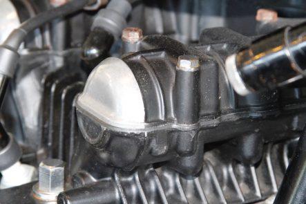Z1エンジン 熱歪みを抑えるために、いくつも設けられた孔