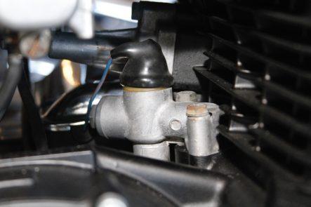 Z1エンジン オイルラインの取り出し口