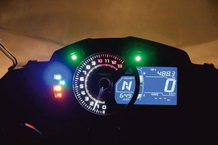 2018年モデル Ninja 650(EX650KJFA) メーター視認性(夜間)