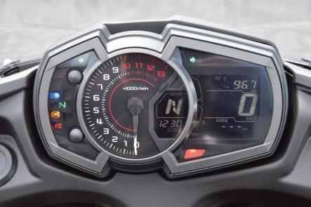 2018年モデル Ninja 650(EX650KJFA) メーター視認性(昼間)