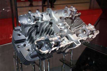 東京モーターショー2019 カワサキブース Z1シリンダーヘッド