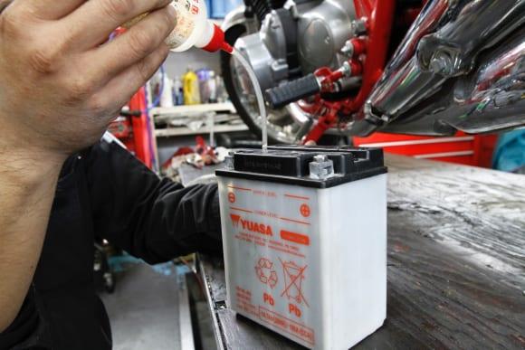 空冷Z系編・オフシーズンにメンテ バッテリーの液量