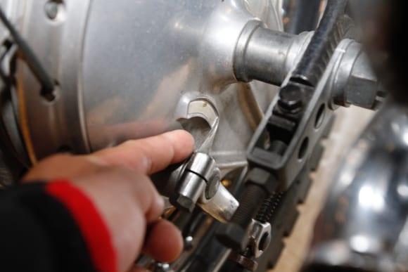 空冷Z系編・オフシーズンにメンテ ブレーキライニングの偏摩耗