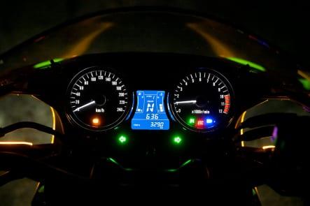 2019年モデル Z900RS CAFE(ZR900EKF) メーター視認性(夜間)
