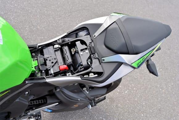 Ninja ZX-6Rインプレッション シート下