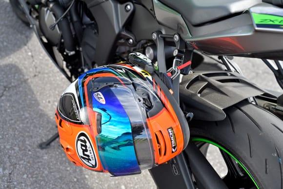 Ninja ZX-6Rインプレッション ヘルメットホルダー