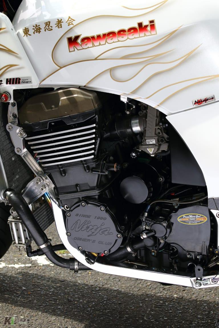 GPZ900Rカスタム ZRX1200Rベースのエンジン
