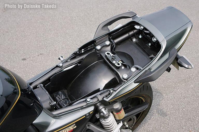2009 ZRX1200 DAEG シート下
