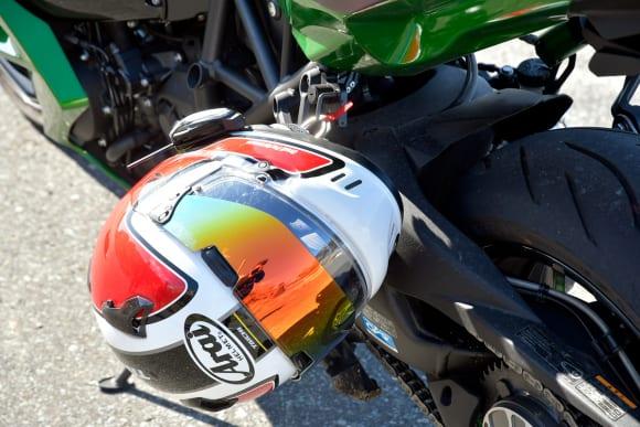 2018年モデル Ninja H2 SX SE(ZX1002BJF) ヘルメットホルダー