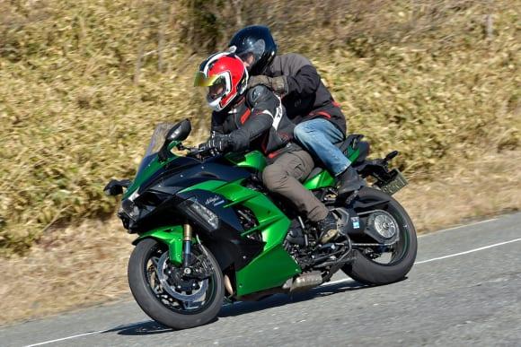 2018年モデル Ninja H2 SX SE(ZX1002BJF) 二人乗り走行