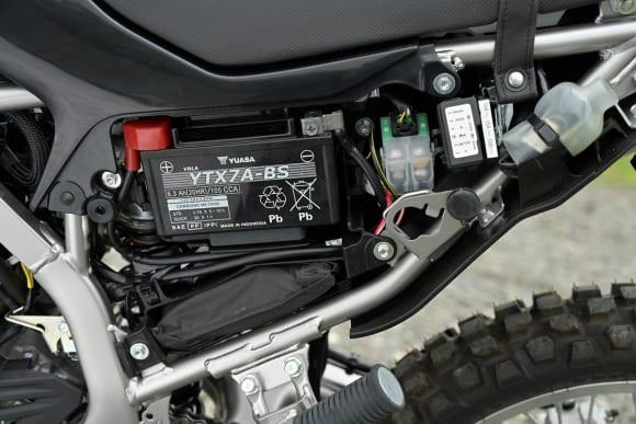 KLX230 サイドカバー