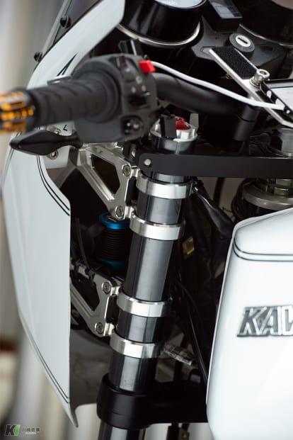 Z1R by アメリカンドリーム ヘッドライト、ビキニカウルのステー