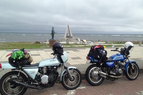 人とバイクの交差点 トリプルカフェ