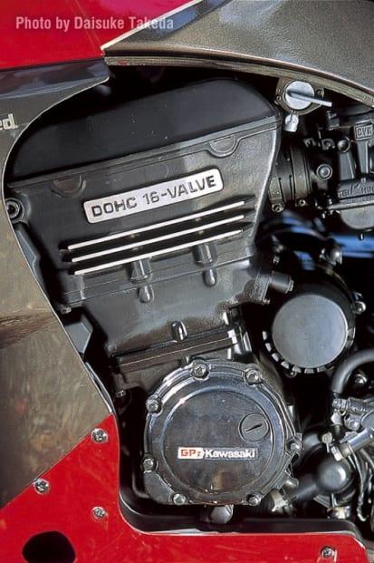 1985 GPZ750R エンジン