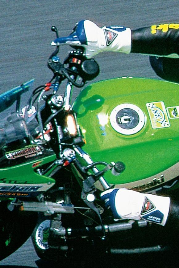 鈴鹿8耐 チーム38・ZRX1100(1998) バーハンドル