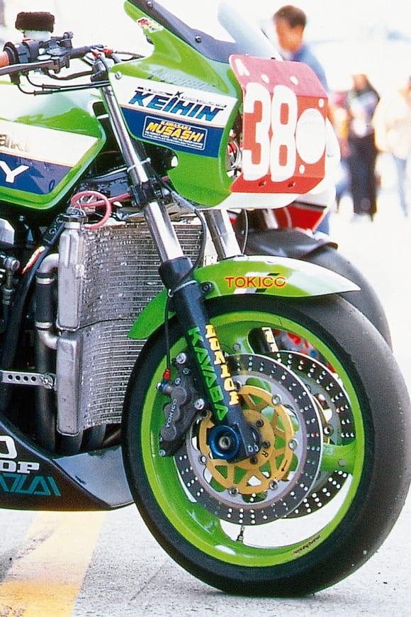 鈴鹿8耐 チーム38・ZRX1100(1998) クイックチェンジ機構