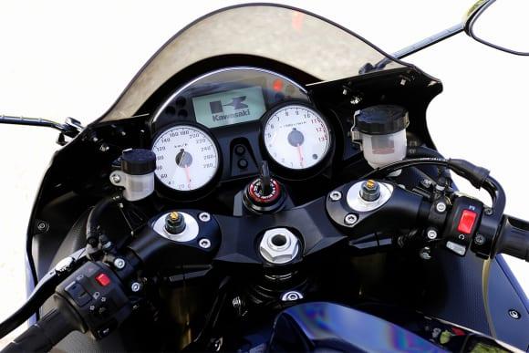 2007 ZZR1400 スピードメーターとタコメーター