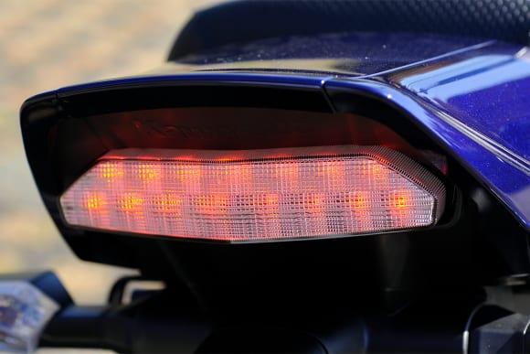 2009年モデル ZRX1200 DAEG テールランプ