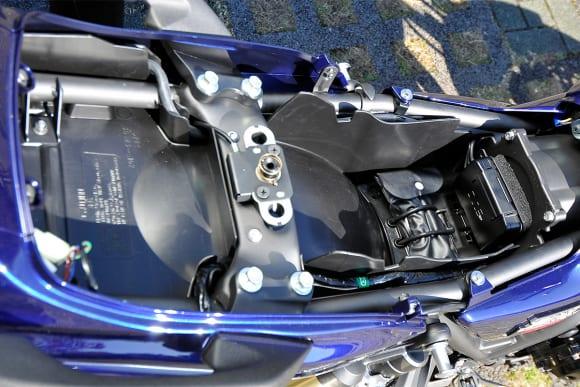 2009年モデル ZRX1200 DAEG シート下