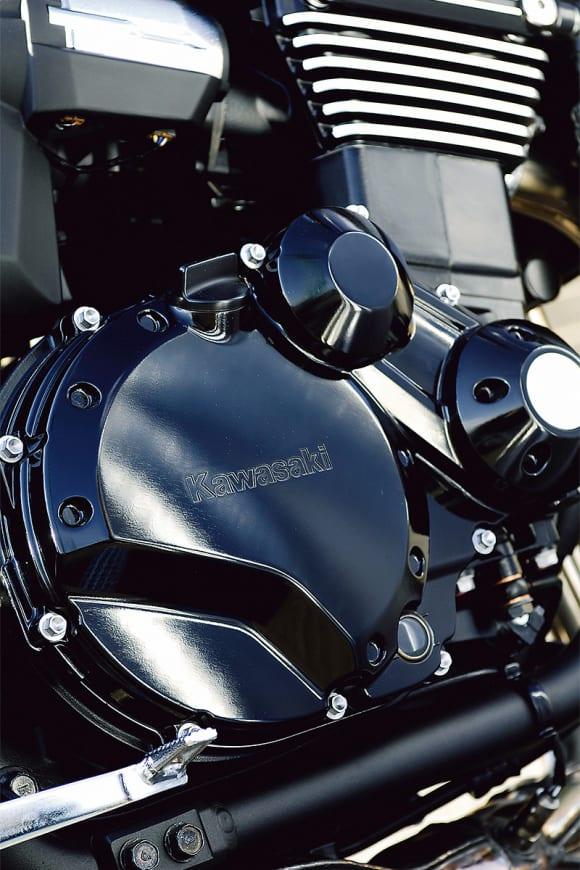 Kawasakiのロゴが入ったクラッチカバー