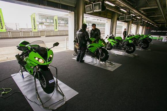 オートポリスでの2009 Ninja ZX-6Rメディア向け試乗会