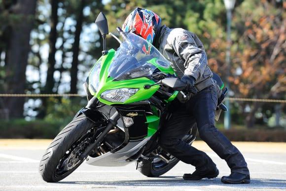 2014年モデル Ninja 400 引き起こし