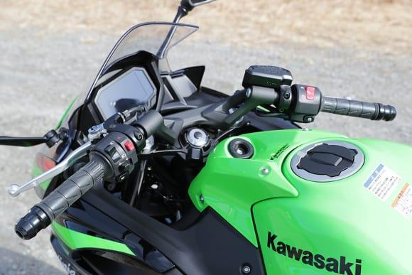 2020年モデル Ninja 650 ハンドル