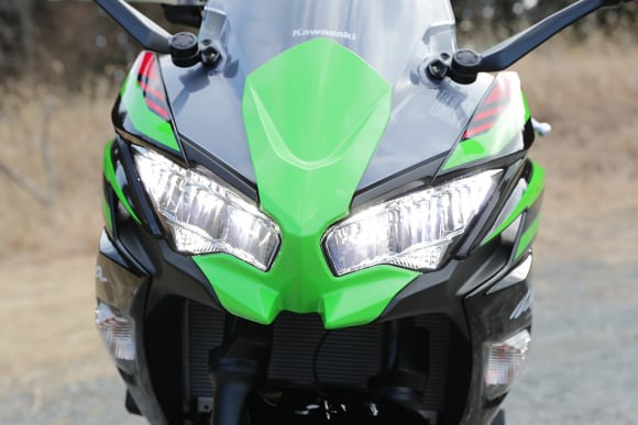 2020年モデル Ninja 650 ヘッドライト(ハイ)
