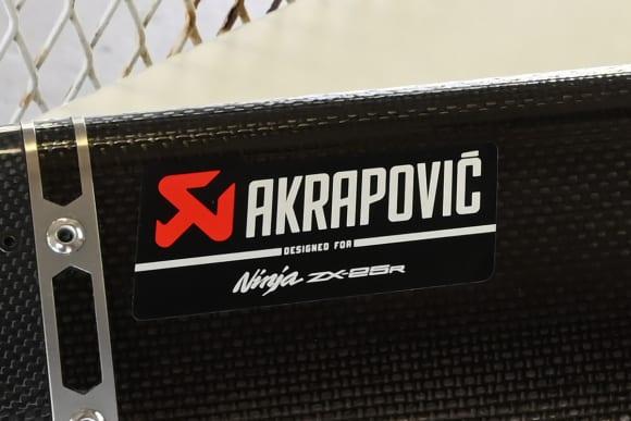 Ninja ZX-25R アクラポビッチマフラーロゴ