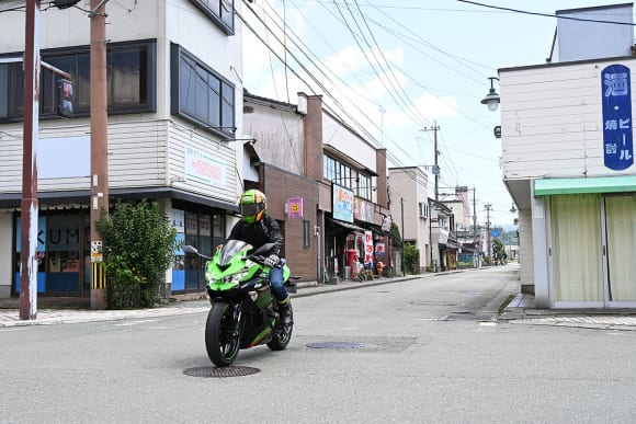 Ninja ZX-25R インプレッション - 市街地