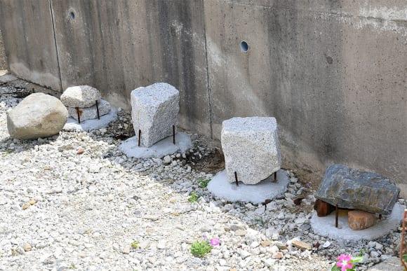 バイクの駅 ROUTE51 天然石を使った謎のオブジェ