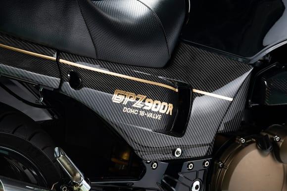 GPZ900Rドライカーボンパーツ