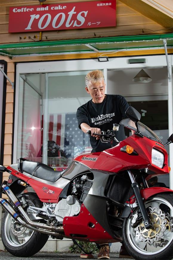 バイクがあるカフェがライダー同士をつなぐ ─ ライダーズカフェ「ルーツ」オーナー