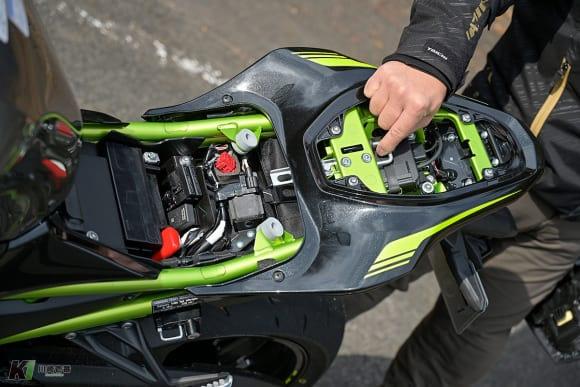 2020年モデル Z900 シート下