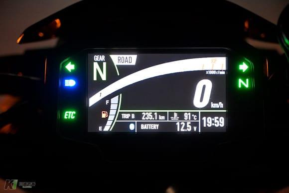 2020年モデル Z900 メーター(夜間)